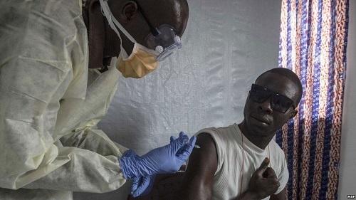 Thử nghiệm thành công văcxin Ebola