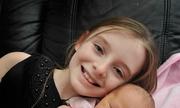 Cô bé 11 tuổi đỡ đẻ cho mẹ