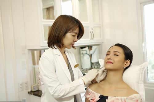 Bác sỹ Shin Kyoung Mi và người mẫu Trương Mỹ Nhân tại Thanh Hằng Beauty Medi