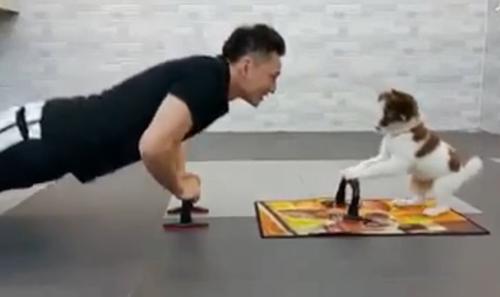 tap-gym-theo-kieu-hai-nguoi-khoe-hai-nguoi-vui-3