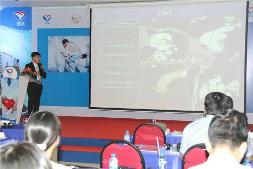 Thạc sĩ, bác sĩ Nguyễn Minh Đức giới thiệu về MR HIFU đang được ứng dụng tại bệnh viện quốc tế Phúc An Khang.