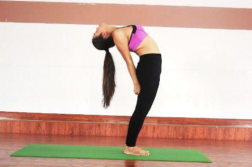 6-bai-yoga-giu-am-co-the-khi-troi-lanh-gia-2
