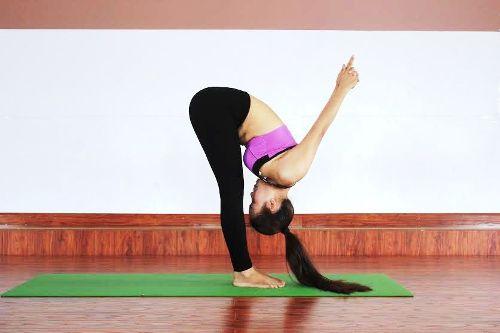 6-bai-yoga-giu-am-co-the-khi-troi-lanh-gia-1