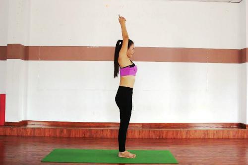 6-bai-yoga-giu-am-co-the-khi-troi-lanh-gia