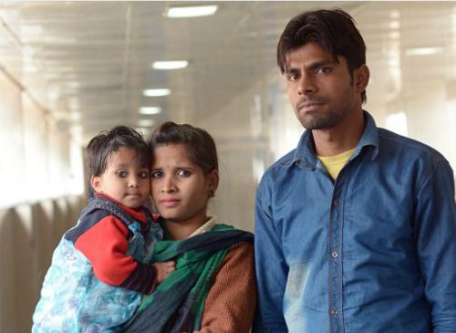 Varsha và bố mẹ. Ảnh: english news
