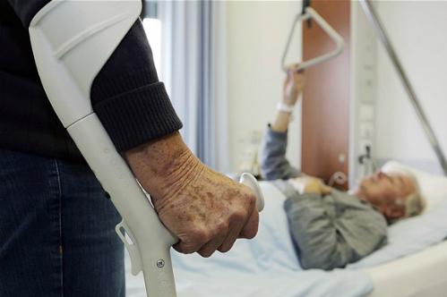 Khoảng 50% người cao tuổi suy dinh dưỡng khi nhập viện. Ảnh minh họa: telegraph.