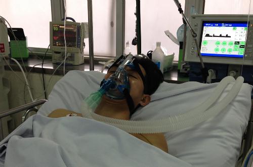 Bệnh nhân được điều trị tại khoa Hồi sức Cấp cứu Bệnh viện Chợ Rẫy. Ảnh bệnh viện cung cấp.