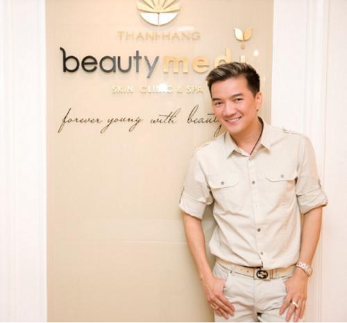 Ca sĩ Đàm VĩnhHưng tại Thanh Hằng Beauty Medi.