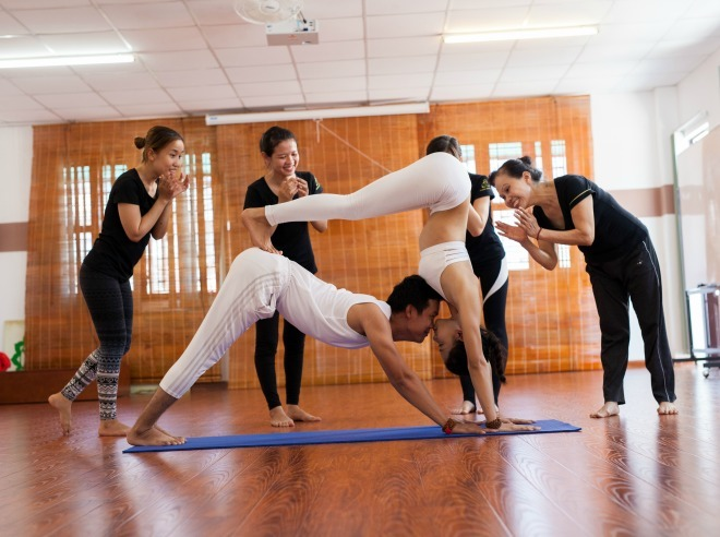 Tình yêu với yoga của đôi huấn luyện viên Sài Gòn