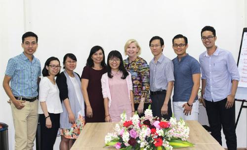 Nữ tiến sĩ trong quá trình thẩm định và cấp Chứng nhận Chất lượng về Kỹ thuật sinh sản RTAC tại Việt Nam. Ảnh: K.H