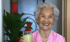 Cuộc sống vui khỏe của cụ bà 95 tuổi ở Hà Nội