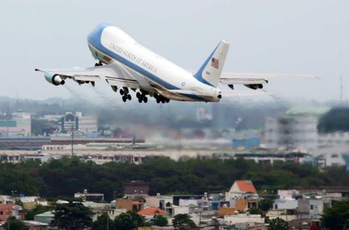 Chuyên cơ Air Force One chở Tổng thống Barack Obama cất cánh khỏi sân bay Tân Sơn Nhất. Ảnh: Đức Đồng