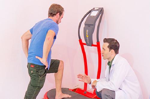Vận động trị liệu là một cách hữu hiệu để giảm đau và tăng cường sức khoẻ và dẻo dai cho cơ bắp (Hình: Maple Healthcare Việt Nam).