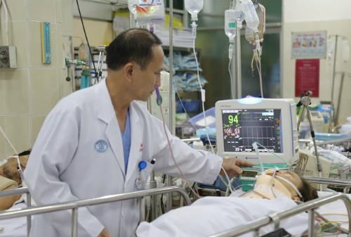 Bệnh nhân Phượng được theo dõi tại khoa Hồi sức Ngoại Thần kinh. Ảnh: N.H