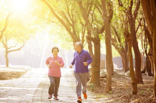 Vận độnggiúp cải thiện sức khỏe và tuổi thọ, khơi dậy niềm vui sống cho người trung niên.