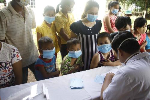 Tiếp nhận tiêm văcxin tại ổ dịch bạch hầu Bình Phước. Ảnh: V.T
