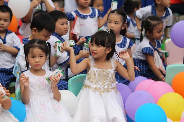 Là tỉnh đầu tiên thực hiện chương trình Sữa học đường, Bà Rịa Vũng Tàu có tỷ lệ suy dinh dưỡng thể nhẹ cân ở trẻ em dưới 6 tuổi đã giảm từ 10% năm 2006 xuống còn 1,6% năm 2015 và suy dinh dưỡng thấp còi từ 4,7% năm 2012 xuống 2,7% năm 2015.  Tại Bắc Ninh, tỷ lệ suy dinh dưỡng nhẹ cân giảm từ 6,6% năm 2013 về 2,3% năm 2015 và suy dinh dưỡng thấp còi giảm từ 8% năm 2013 xuống còn 3,8%.