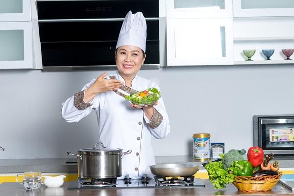 Rau xanh và hoa quả là những thực phẩm chứa hàm lượng chất xơ cao giúp hệ tiêu hoá hoạt động dễ dàng hơn.