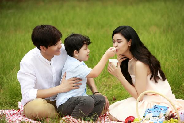 Sữa chua là món khoái khẩu cả gia đìnhTrương Quỳnh Anh.