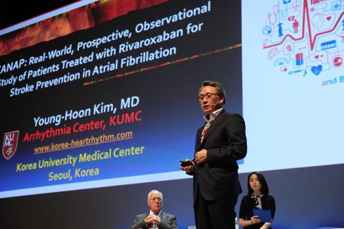 Giáo sư Young-Hoon Kim, Đại học Y khoa Hàn Quốc - Người đứng đầu nghiên cứu XANAP trình bày kết quả nghiên cứu tại hội thảo khoa học của Hội Nhịp tim châu Á - Thái Bình Dương lần thứ 9.