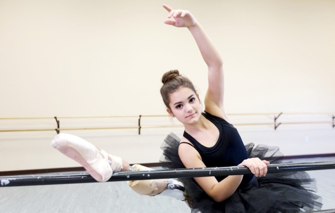Cô gái ung thư một chân múa ballet lay động triệu trái tim