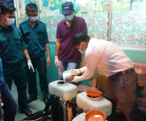 Phun hóa chất diệt muỗi tại TP HCM. Ảnh: T.D