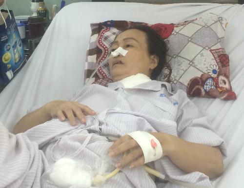 Bà Nhàn trong những ngày đầu điều trị tại Bệnh viện Bình Dân. Ảnh: Lê Phương.
