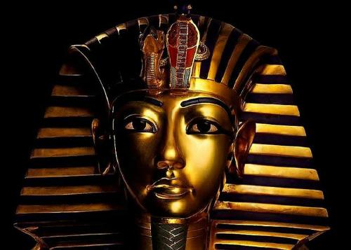 Mặt nạ nổi tiếng được đặt theo tên Tutankhamun.