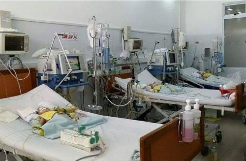Một số thiết bị theo dõi bệnh nhân hồi sức sau phẫu thuật và can thiệp do quỹ trao tặng. Ảnh bệnh viện cung cấp.