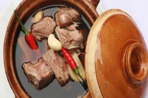 Thịt lợn hầm bạch quả, sa sâm tốt cho người viêm họng hạt, viêm mũi họng dị ứng, ung thư vùng mũi họng.