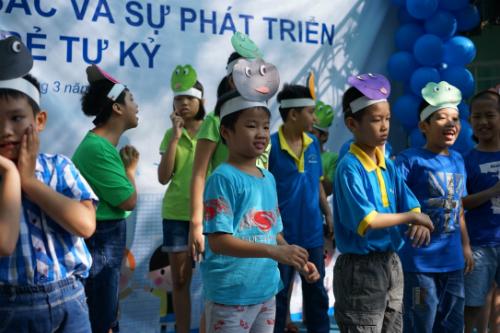 Màu xanh hoặc tím giúp trẻ tự kỷ cải thiện hành vi. Ảnh: T.V
