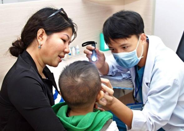 Trẻ nhỏdễ mắc bệnh đường hô hấp, nhưng không phải trường hợp nào cũng cần uống kháng sinh.