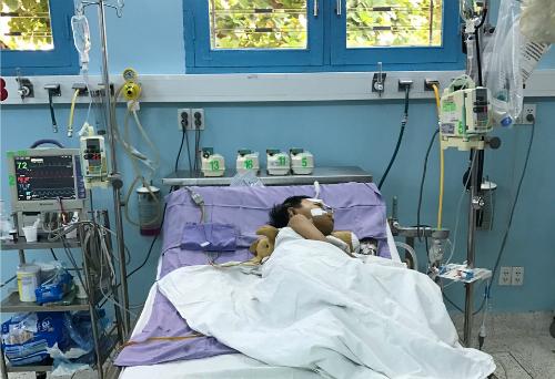 Bé Gia Khiêm trong thời gian hậu phẫu. Ảnh bệnh viện cung cấp.