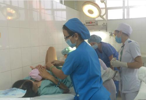 Sản phụ sinh con tại Bệnh viện Từ Dũ. Ảnh: Lê Phương.