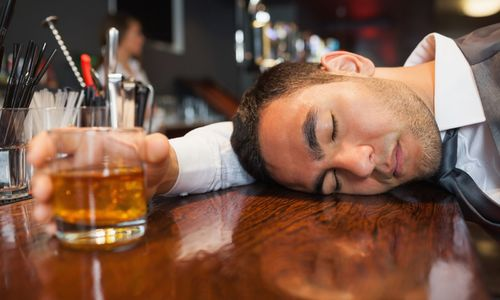 Mẹo trước khi uống bia rượu giúp giảm say xỉn