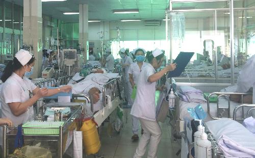 Bệnh nhân hồi sức cấp cứu tại Bệnh viện Chợ Rẫy. Ảnh: Lê Phương.