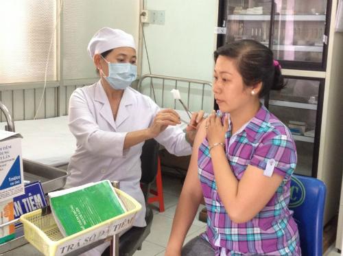 Tiêm chủng vắc xin ngừa dại tại Trung tâm y tế dự phòng TP HCM. Ảnh: yteduphong.