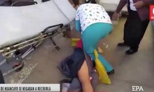 Sản phụ 2 lần bị nhân viên y tế đánh rơi xuống đất
