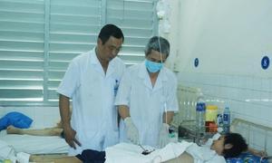 Gia đình buông xuôi, bác sĩ vẫn quyết mổ cứu nữ sinh ung thư