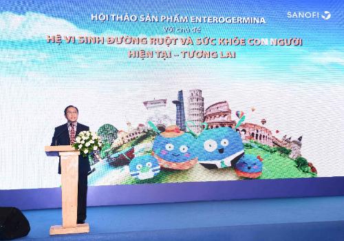Phó giáo sư Bùi Hữu Hoàng trình bàychủ đề Quan niệm mới về trục não - ruột tại hội thảo ngày 18/6.