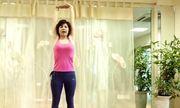 Bài tập một phút giúp bạn giảm đau vai cổ gáy sau mỗi giờ làm việc