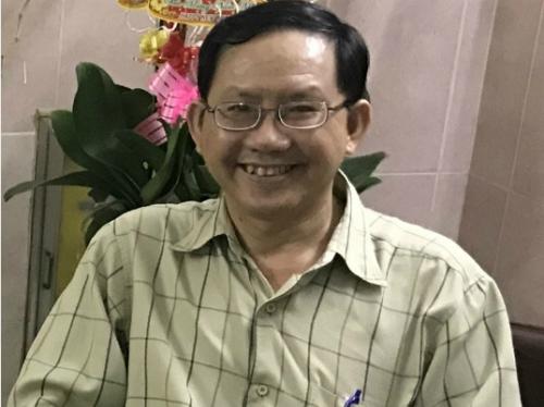 Không chỉ là chàng bác sĩ khoác áo blouse, là nhà chế tạo, bác sĩ Phước còn là một luật sư tham gia tư vấn miễn phí cho người nghèo. Ảnh: T.P