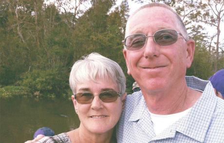 Ông Abernathy và vợ. Ảnh: prevention.