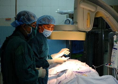Bệnh nhân được can thiệp mạch máu tại Bệnh viện Bình Dân. Ảnh: T.N