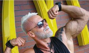 Chàng 'Viking Ba Lan' chi bộn tiền biến mình thành ông già