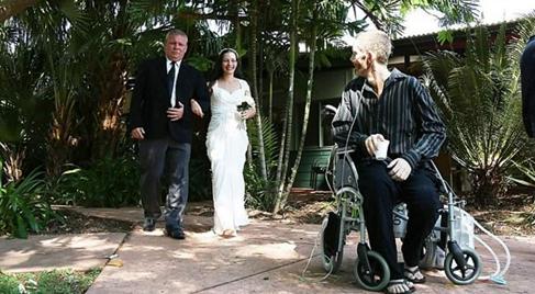 Đám cưới đẫm nước mắt của người đàn ông ung thư giai đoạn cuối