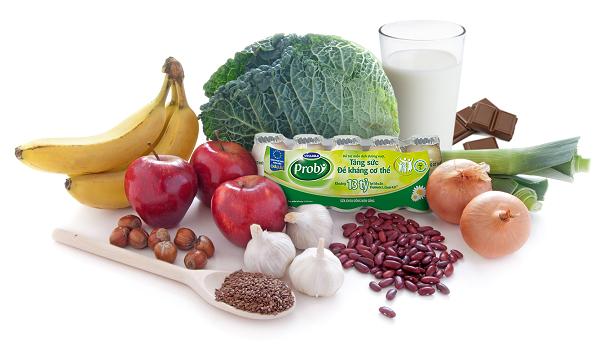 Sữa chua uống men sống Vinamilk Probi với hàng tỷ lợi khuẩn probiotics L.Casei 431 và các thực phẩm giúp phòng ngừa cảm cúm.