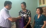 Nữ nhân viên y tế bị đánh rách miệng khi giám sát phun thuốc diệt muỗi