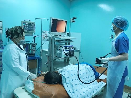 Bệnh nhân  kỹ thuật cắt niêm mạc qua ngả nội soi đại tràng để điều trị ung thư trực tràng