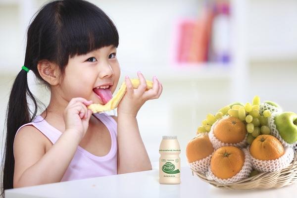 Hàng tỷ lợi khuẩn probiotic L.Casei 431 chứa trong chai sữa chua uống VinamilkProbi giúp tăng cường đề kháng, hạn chế cảm cúm hiệu quả.